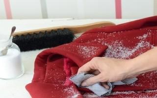 Сухая чистка одежды дома с подручными средствами