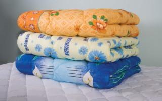 Как постирать одеяло из синтепона в стриральной машинке и вручную