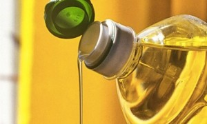 8 способов отстирать растительное масло с одежды
