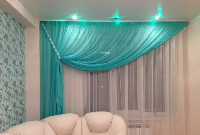 Вуаль с подсветкой на окнах