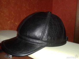 Кожаная кепка черного цвета