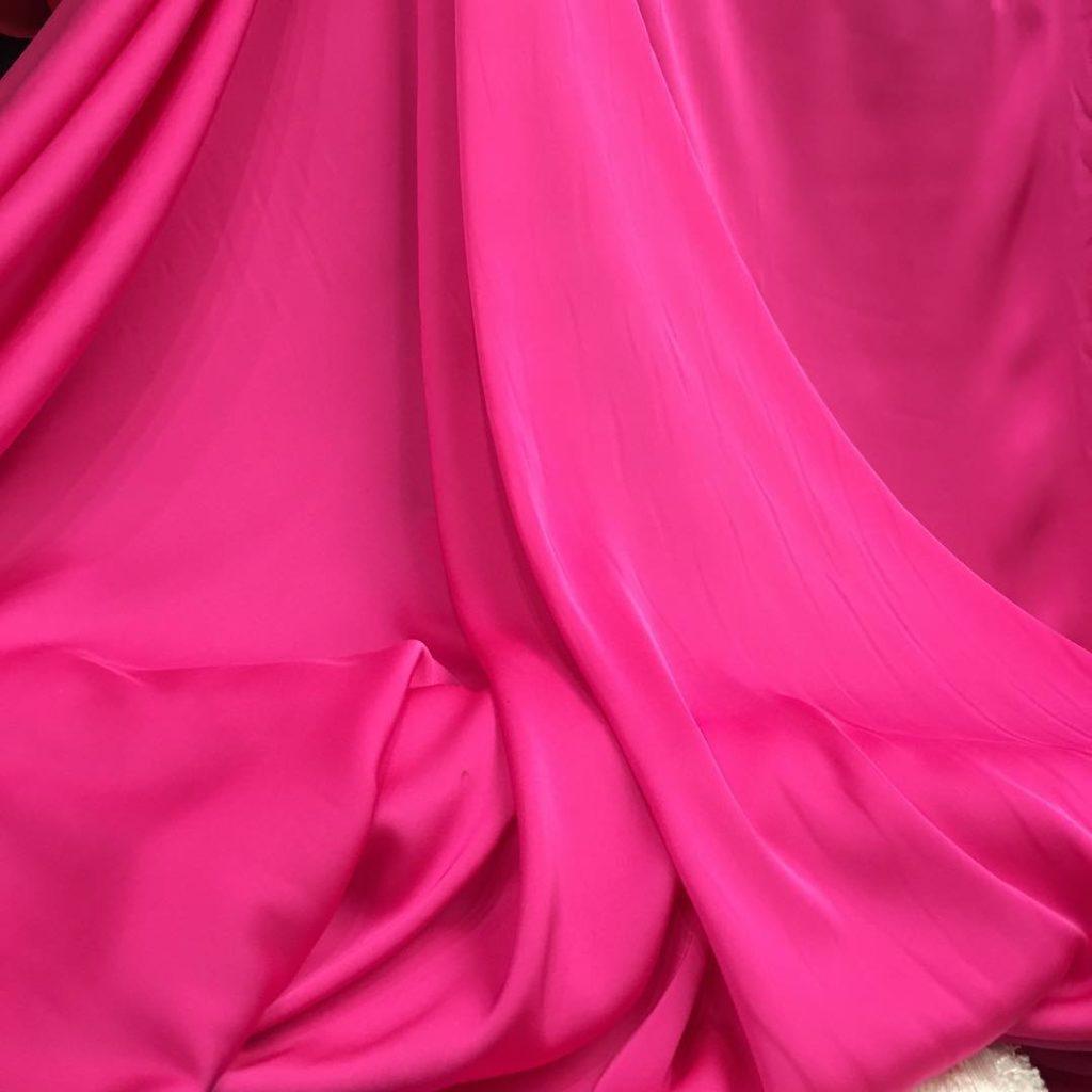 Шелк розового цвета