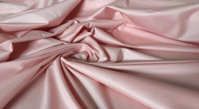 Однотонный материал персикового цвета