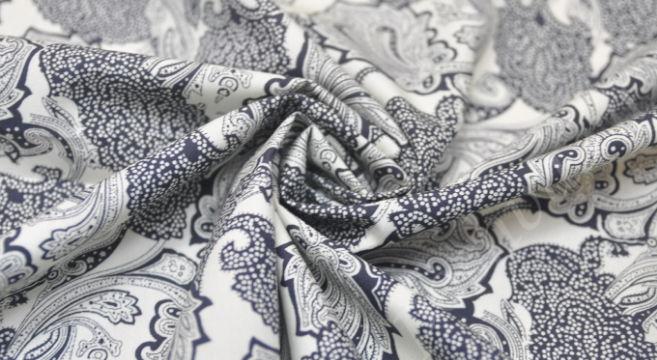 Расцветка на ткани в виде гжели