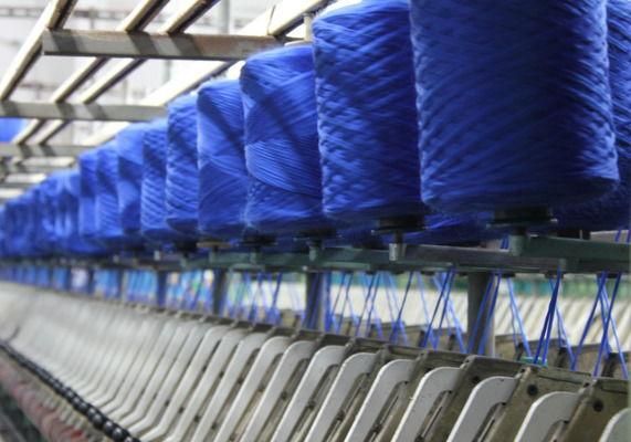 Плетение трикотажа на фабрике