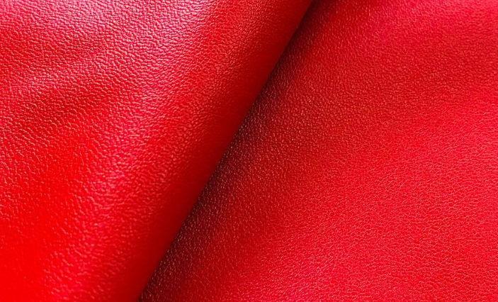 Ткань экокожа красного цвета