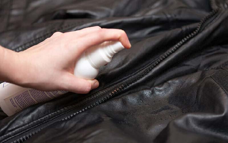 Обработка куртки водой