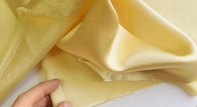 Креп сатин светло-желтый