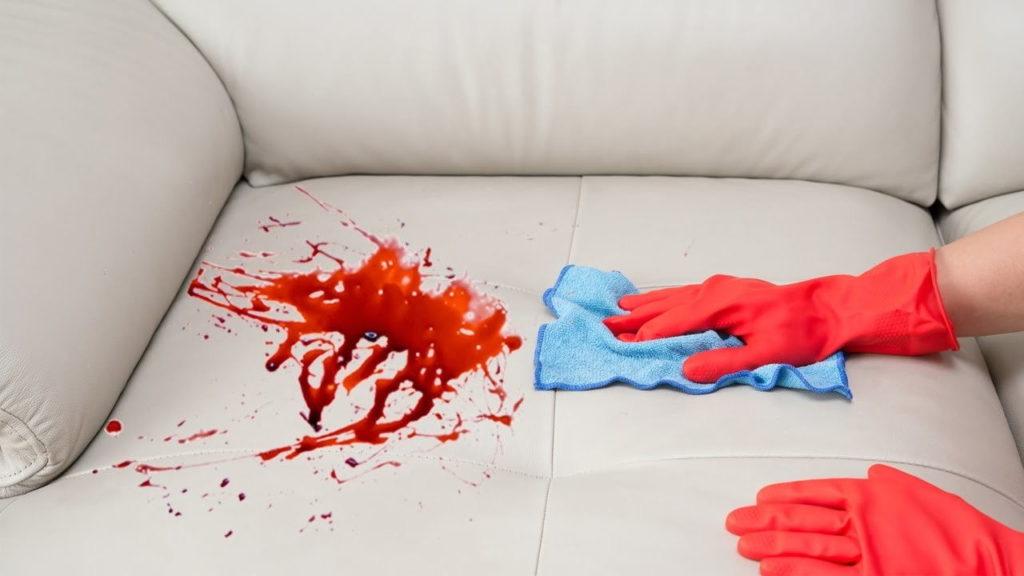Кровь на диване