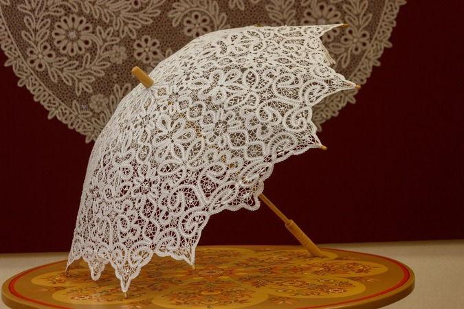 Зонтик из кружева