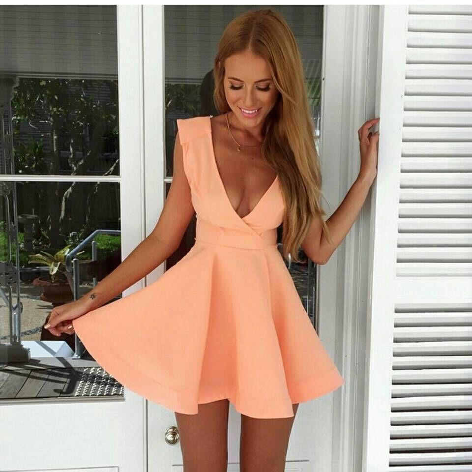 Платье из персиковой скубы
