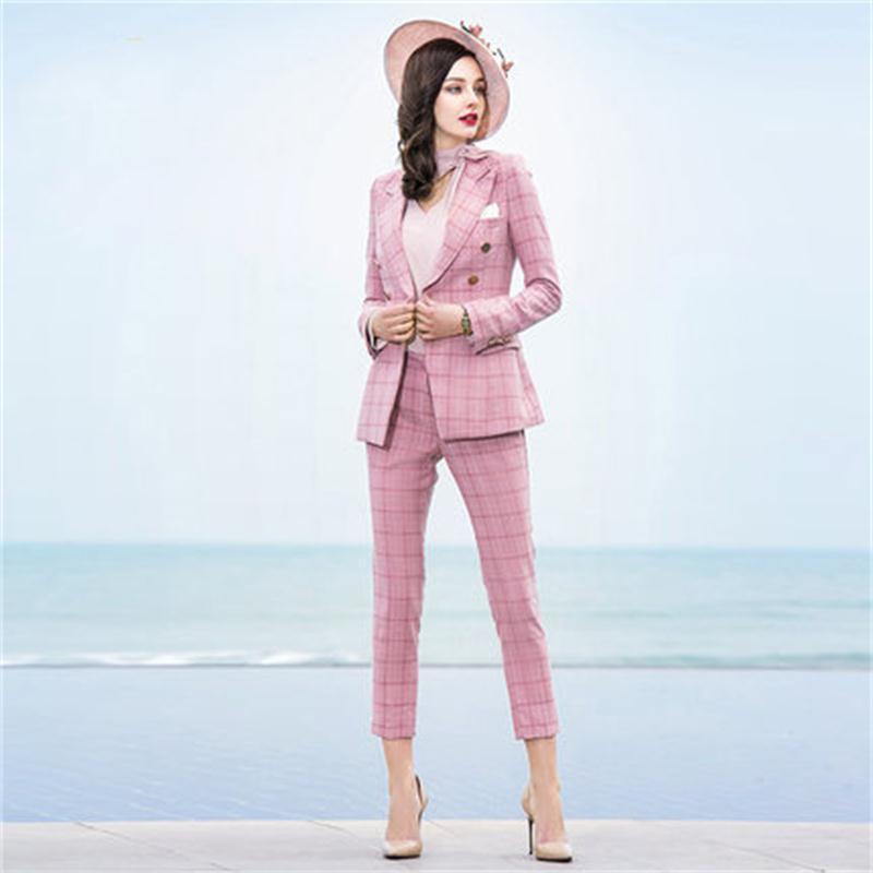 Классический женский костюм из ткани тиар
