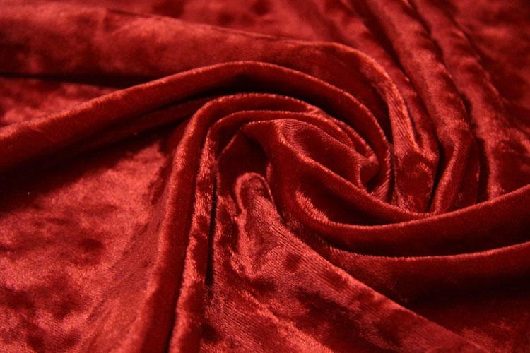 Красная муаровая ткань